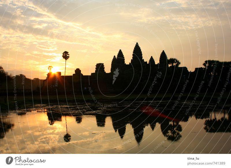 Angkor Wat II Himmel ruhig Glück Zufriedenheit Turm Kultur Vergangenheit Palme Teich Tempel Blendenfleck Buddhismus Kambodscha Angkor Wat Südostasien Angkor Thom
