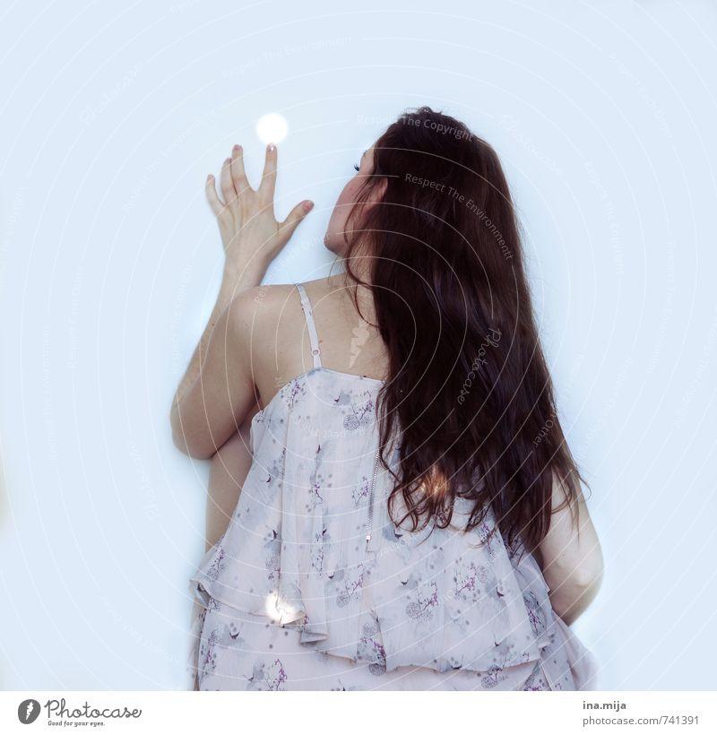 punkten Mensch Frau Kind Jugendliche schön Junge Frau ruhig 18-30 Jahre Erwachsene feminin Spielen Haare & Frisuren träumen 13-18 Jahre berühren Punkt