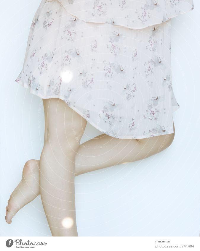 Elfentanz Mensch Frau Kind Jugendliche blau schön weiß Junge Frau ruhig 18-30 Jahre Erwachsene Leben Beine rosa maskulin glänzend