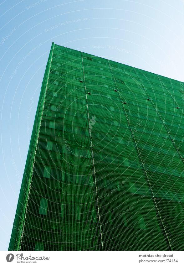 grüner überzug Haus Gebäude Hochhaus Berlin-Mitte Alexanderplatz Stadt Baugerüst Fenster Neubau vergessen alex Netz baunetz Schutz alt Architektur