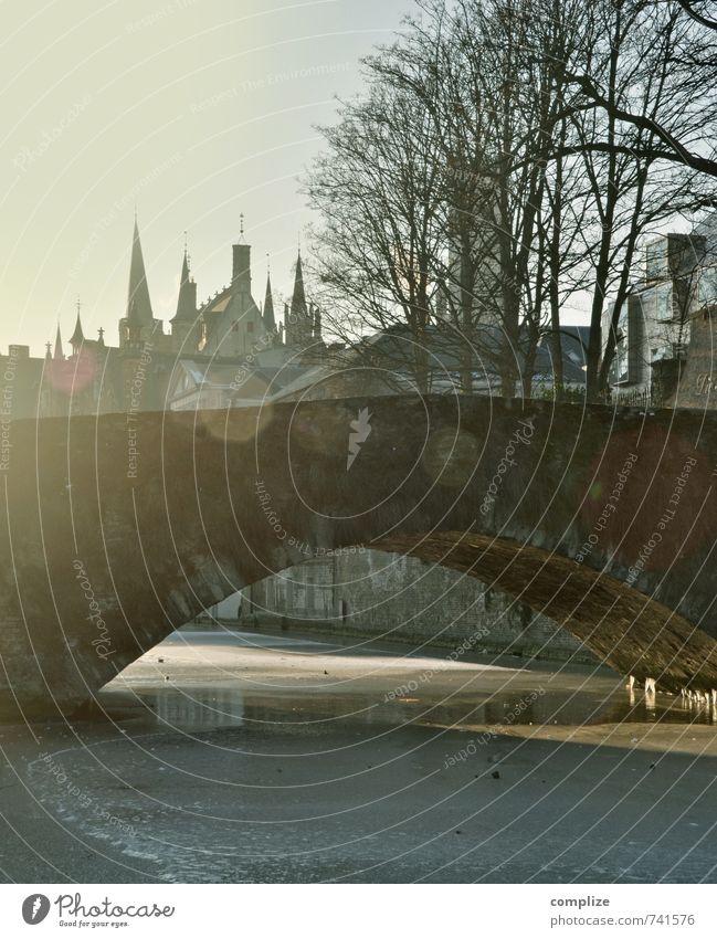 Brücke in Brügge Ferien & Urlaub & Reisen Sightseeing Städtereise Mauer Wand Sehenswürdigkeit Romantik Idylle Altstadt Unschärfe Belgien historisch Gotik Winter