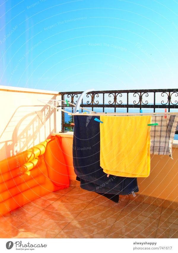 Bunt! Lifestyle Glück Ferien & Urlaub & Reisen Tourismus Sommer Sommerurlaub Sonne Schwimmen & Baden Erholung heiß verrückt trashig blau mehrfarbig gelb rot