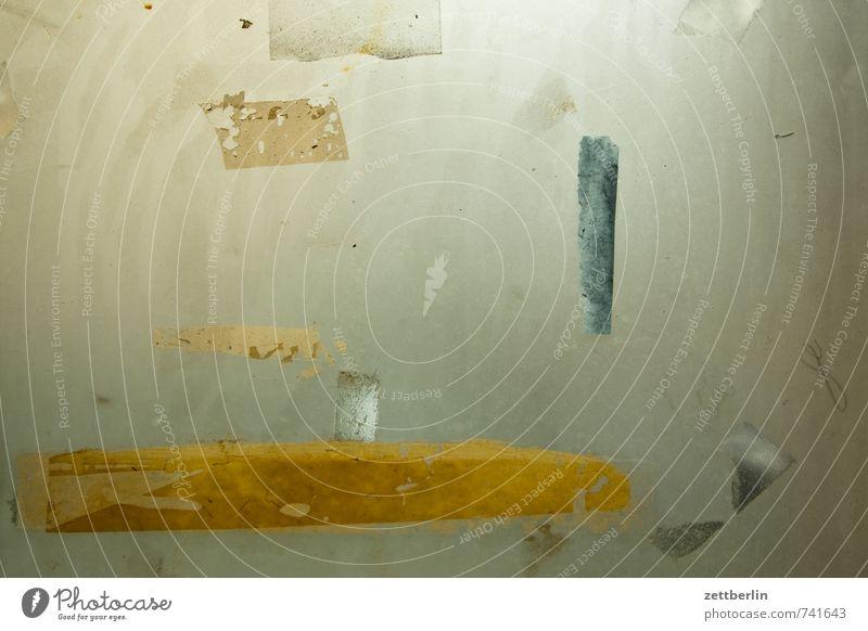 Klebestreifen alt Fenster Kunst Wohnung Raum Häusliches Leben trist Glas ästhetisch kaputt Romantik Spuren Sehnsucht Fernweh chaotisch durchsichtig