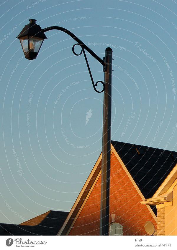 einsatzbereitschaft Straßenbeleuchtung Sonnenuntergang Haus Toronto Kanada Dach Licht Physik Abend Schatten blau Himmel Wärme alt Lampe