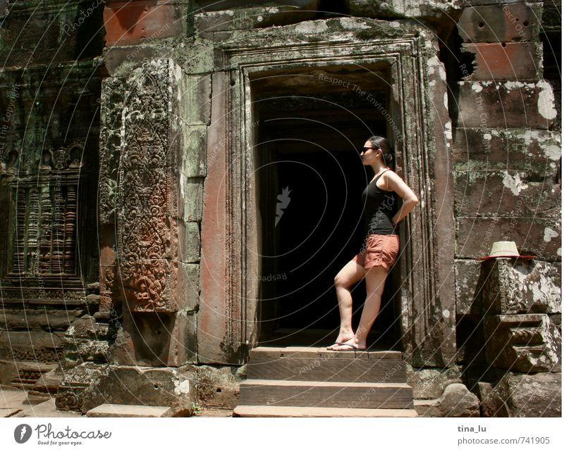 Angkor Sehenswürdigkeit Denkmal Angkor Wat Kambodscha Tourismus Tempel Buddhismus Palast Monarchie Urwald Götter Frauenbrust Mädchen Tor Autotür Ruine