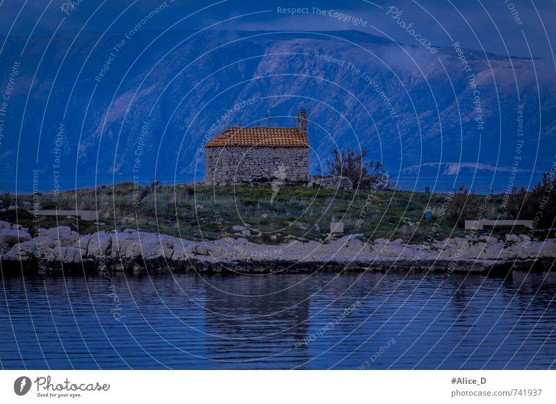 """Kapelle auf der Insel Landschaft Pflanze Tier Urelemente Wasser Hügel Berge u. Gebirge Küste """"Novi  Vinodolski,"""" Kroatien Europa Hütte Vogel 2 blau grau grün"""