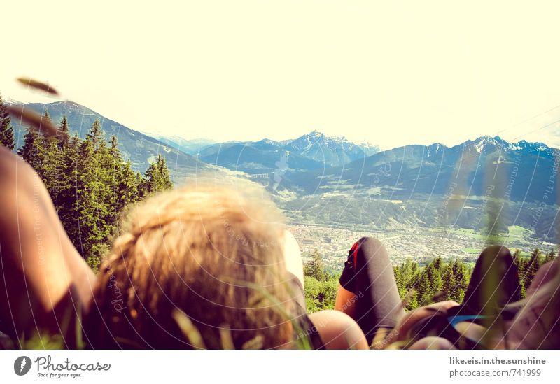 figuroptimierter kaffeeklatsch Mensch Natur Ferien & Urlaub & Reisen Jugendliche Sommer Erholung Junge Frau Landschaft Ferne Berge u. Gebirge Leben feminin