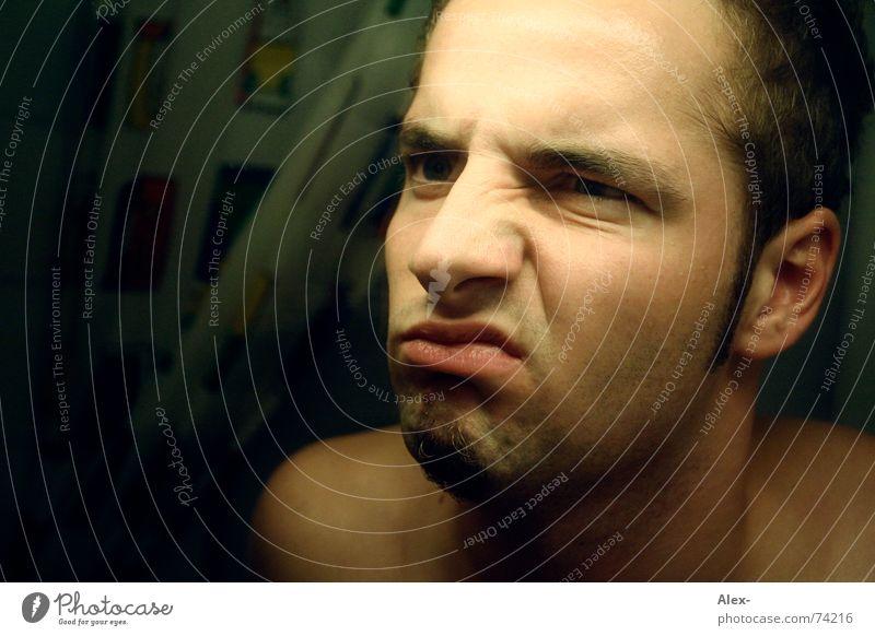 Morgendliches Leid Gesicht dunkel grau Kopf Traurigkeit Haut Mund Nase Trauer Bad Spiegel Toilette Wut dumm böse Neigung