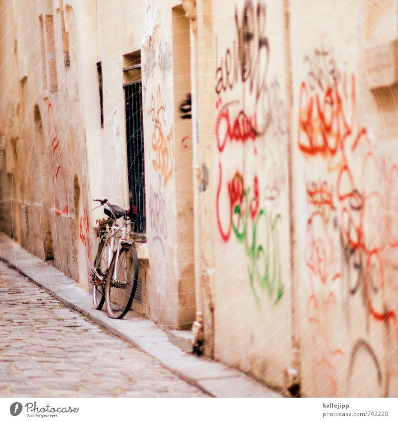 tour de france Lifestyle Freizeit & Hobby Haus Stadt Mauer Wand Fassade Sport Fahrradtour Graffiti Gasse Straße Wege & Pfade Bürgersteig Paris Farbfoto