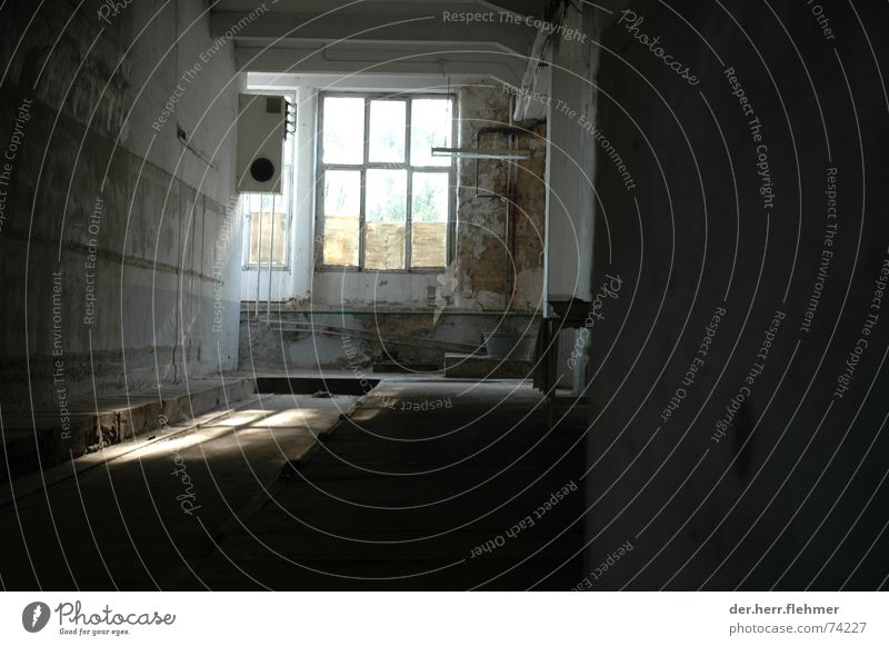 licht und schatten alt Fenster Industriefotografie Fabrik Putz platzen Klimaanlage