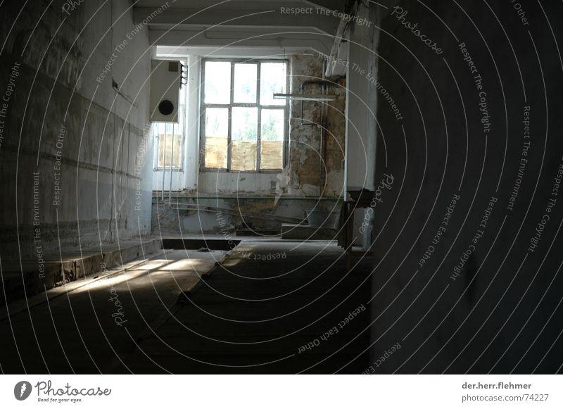 licht und schatten Fenster Licht Fabrik Klimaanlage Putz Schatten Industriefotografie alt platzen