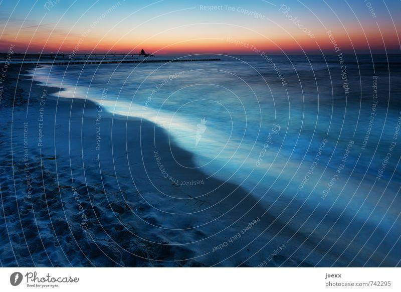 Stehen. Bleiben Himmel Ferien & Urlaub & Reisen blau schön Wasser Sommer Meer ruhig Strand schwarz Küste Freiheit Horizont orange Wellen Idylle