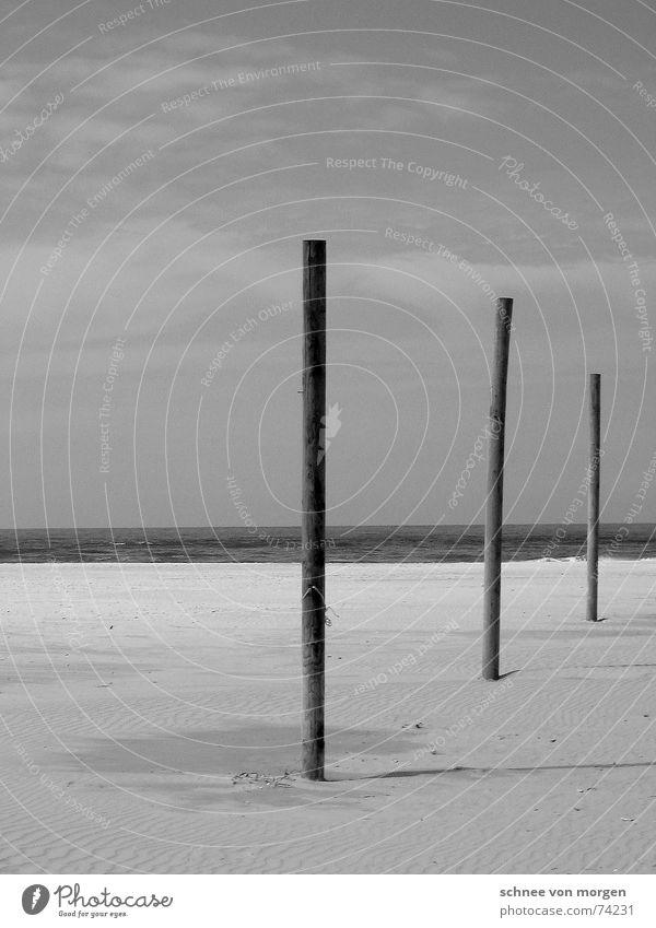 in einer linie Meer Strand See Stock Holz Horizont ruhig leer Natur Umwelt Sand Wasser Linie hoch warum? Schatten ohne grund verrückt sea water Neigung