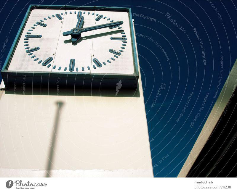BOOM! | uhr clock time architecture urban hochhaus farben zeit Himmel blau Farbe weiß rot Wolken Haus Fenster Leben Gebäude Zeit Freiheit fliegen Business oben Arbeit & Erwerbstätigkeit