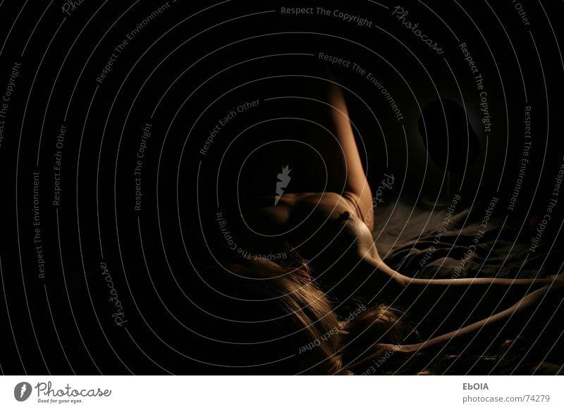 Erstes Akt Tanga feminin Erotik schwarz string Unterhose Körper Brust Beine Weiblicher Akt