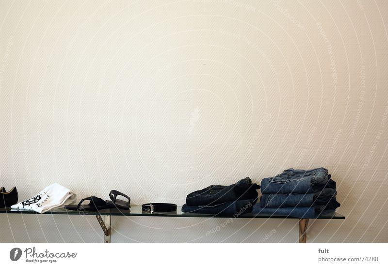 wandregal Regal Wand Bekleidung Textilien gefaltet Schuhe Gürtel Glasscheibe Jeanshose T-Shirt