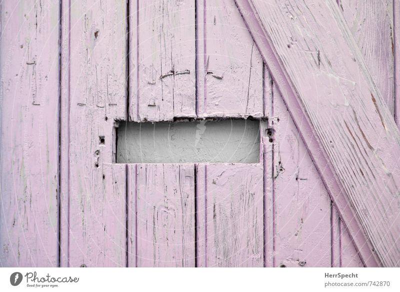Posteingang DIY Haus Einfamilienhaus Tür Briefkasten Holz alt lustig niedlich trashig trist selbstgemacht Loch Neigung Säge rosa Holztür Eingangstür Schlitz