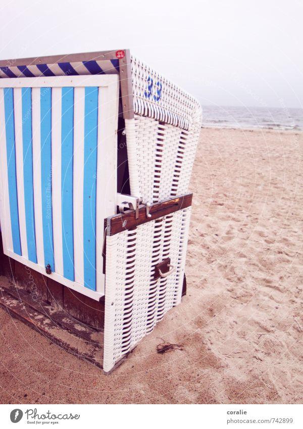 ostseebad Ferien & Urlaub & Reisen Ausflug Sommerurlaub Sand Himmel schlechtes Wetter Küste Strand Ostsee Meer Streifen Einsamkeit ruhig stagnierend Strandkorb