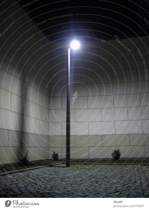 Mauerlight Lampe abstrakt Licht Bauernhof Justizvollzugsanstalt alone Einsamkeit