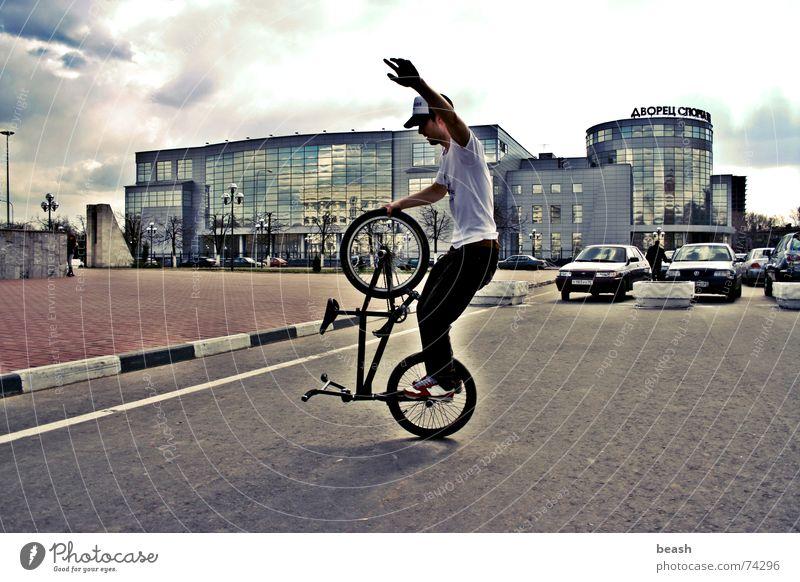 bmxzone.ru man #1 BMX flatland building Fahrrad noon outdoor shooting town