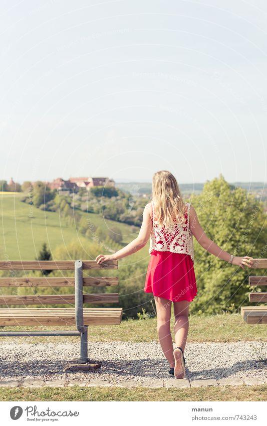 schöne Aussicht Mensch Natur Jugendliche Sommer Junge Frau Erholung ruhig Erwachsene Leben Gefühle feminin Frühling Denken Park stehen warten