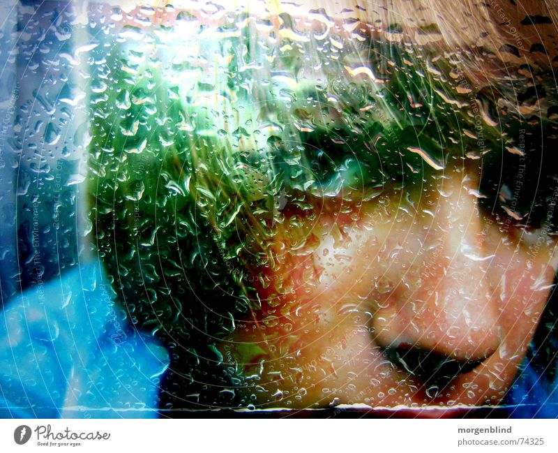 regentrinkerin Frau grün Gesicht Gefühle Fenster Regen Stimmung Momentaufnahme