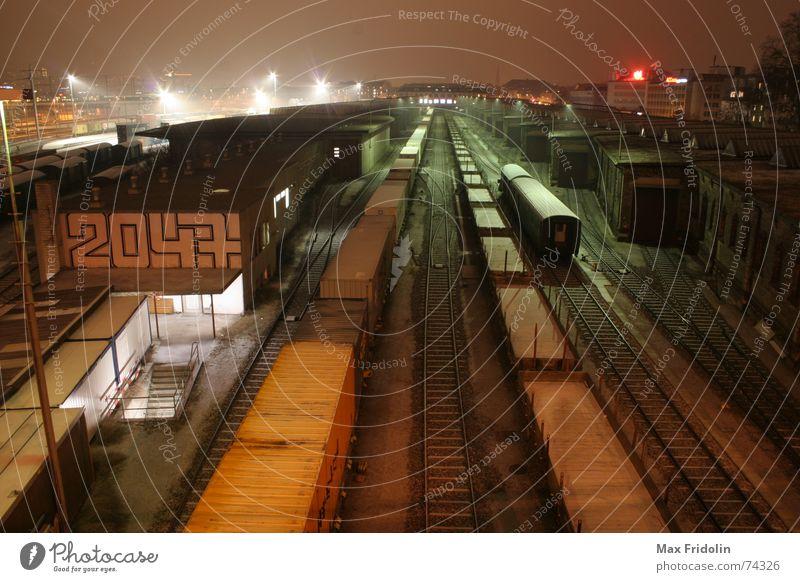 Apokalypse Abendessen Winter Schnee Güterverkehr & Logistik Nebel Stadtzentrum Menschenleer Haus Industrieanlage Bahnhof Gebäude Architektur Verkehr Bahnfahren