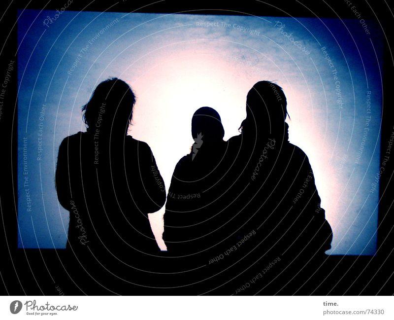 Trio Inkognito Licht Schatten Silhouette Winter blau Hintergrundbild Vordergrund unheimlich Mitteilung Intuition Information fremd outer space light shadow blue