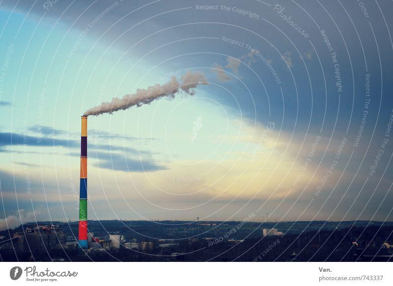 Mit dem Regenbogen stimmt was nicht Himmel Wolken Gewitterwolken Unwetter Wind Chemnitz Stadt Haus Schornstein Rauchen hoch blau mehrfarbig Abgas Farbfoto