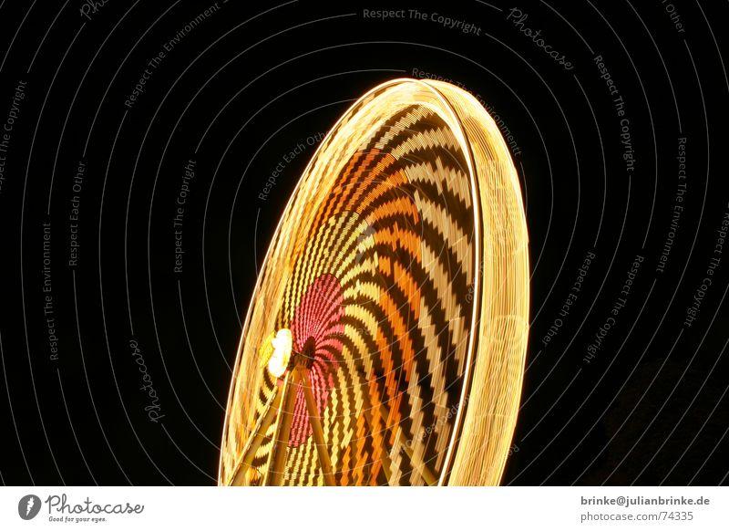 Das Rad dreht sich wieder I Jahrmarkt Riesenrad Aussicht Nacht Licht Beleuchtung wonder wheel Bewegung Freude