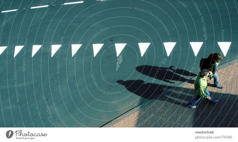WALK ON BY | menschen urban people personen strasse bewegung Mensch Frau Stadt Erwachsene Straße Leben grau Wege & Pfade Linie gehen laufen Schilder & Markierungen Verkehr Bodenbelag Asphalt Grafik u. Illustration