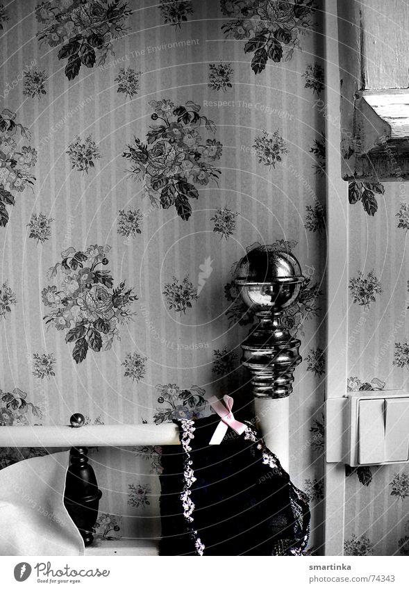 Bon jour chérie    I. Zeit Bett Romantik Tapete Frankreich Unterwäsche aufwachen BH Hotelzimmer Messing Guten Morgen