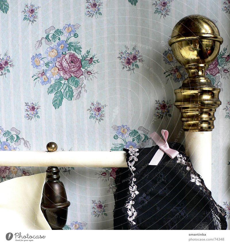 Bon jour chérie II. Zeit Bett Romantik Tapete Frankreich Unterwäsche aufwachen BH Hotelzimmer Messing Guten Morgen