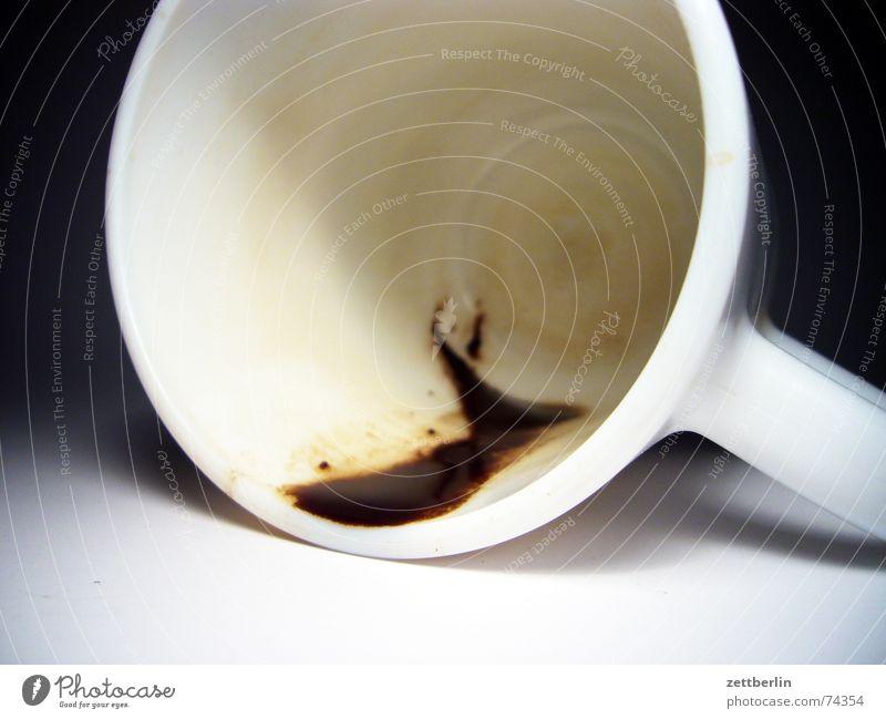 Kaffee Café Dorf Tasse Topf Kaffeesatz Rest Horoskop vorhersagen Unfall umgefallen Latte Macchiato Cappuccino Mineralwasser flachgelegt milchkaffe