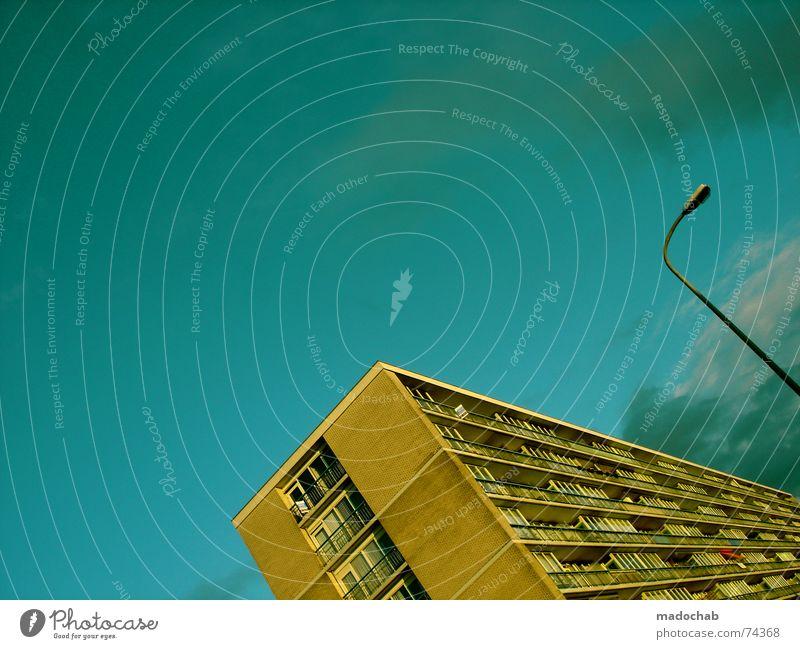 RUFMORD EINS Himmel Stadt blau Wolken Haus Fenster Leben Architektur Gebäude Freiheit fliegen oben Arbeit & Erwerbstätigkeit Wohnung Design Wetter