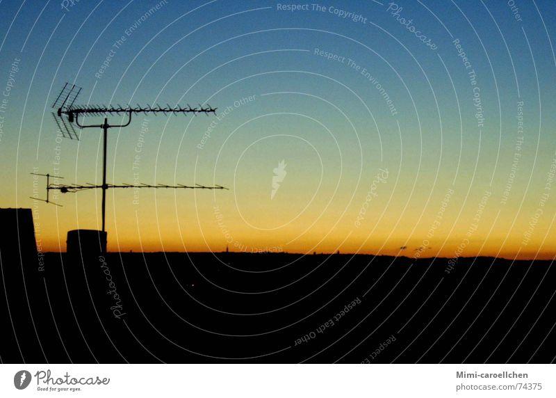 sonnenuntergang vom dach aus Himmel Natur blau Freude schwarz ruhig gelb Erholung dunkel Freiheit klein hell orange Deutschland groß Armut