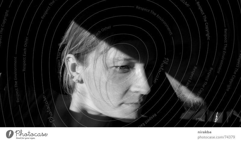 Klappe Frau Mann blond Dreieck Gesicht Schwarzweißfoto Schatten Detailaufnahme päärchen