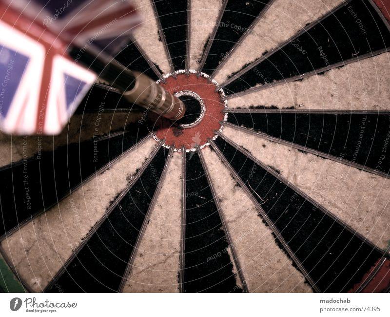 BULLSEYE II | dart darts unionjack dartscheibe sport sports beer weiß grün rot Freude schwarz Ferne Spielen Erfolg Kreis Ziel Spitze Pfeil Treffer