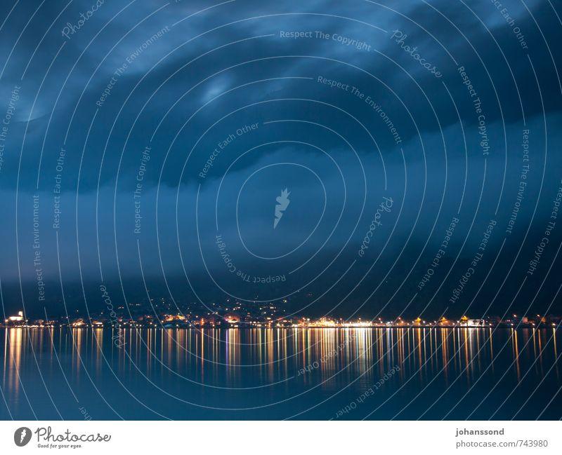 Ruhe im Sturm blau Sommer Wasser Einsamkeit Landschaft ruhig Wolken Ferne dunkel Küste See Stimmung leuchten bedrohlich Freundlichkeit Schutz