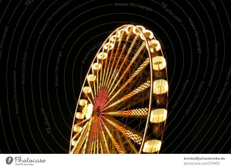Das Rad dreht sich wieder III Jahrmarkt Riesenrad Aussicht Nacht Licht Beleuchtung wonder wheel Bewegung Freude