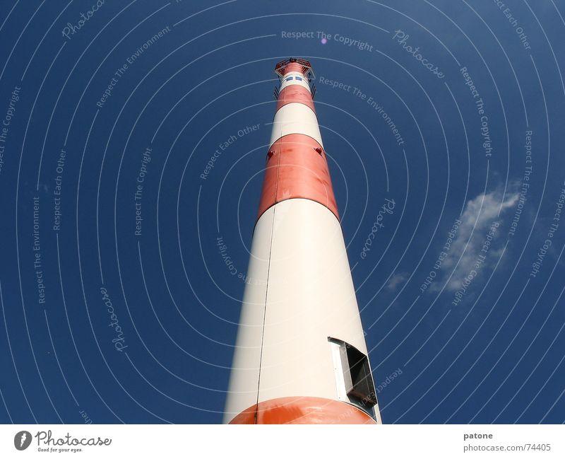 Antennenmast Himmel weiß blau rot Wolken Strommast