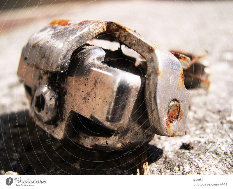 verwohrenes Metallteil verzweigt gekrümmt Schraube glänzend Elektrisches Gerät Technik & Technologie Rost gebohrt dreckig