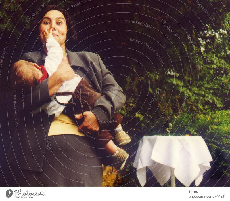 Energiebündel, Modell 'zielführend' Frau Familie & Verwandtschaft Tracht Baby Kraft Feste & Feiern Erwachsene Nase Energiewirtschaft Eltern Mutter Ziel fangen