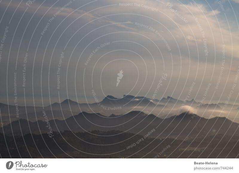 Sahnehäubchen Himmel Ferien & Urlaub & Reisen blau weiß Sommer Meer Erholung Landschaft Wolken Ferne schwarz Berge u. Gebirge Stimmung Horizont Wetter Nebel