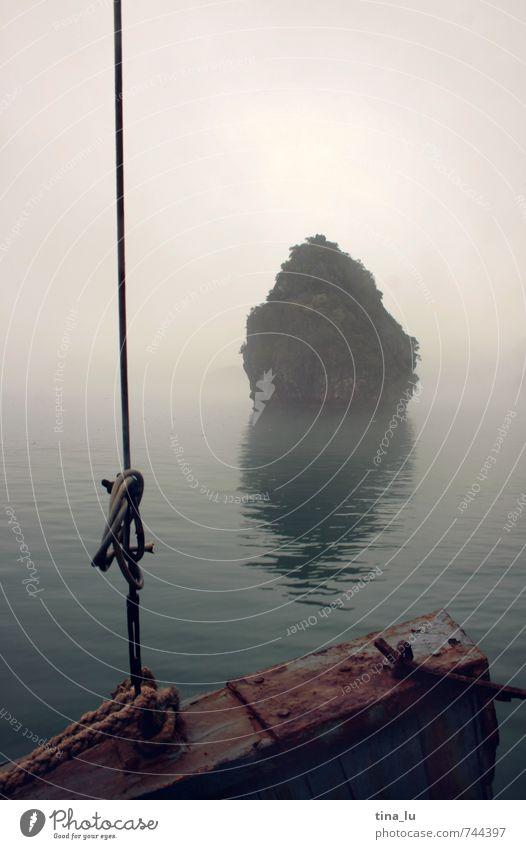 Halong Bay VI Umwelt schlechtes Wetter Nebel Felsen Bucht Meer Südchinesisches Meer Vietnam Asien Südostasien Insel Wasserfahrzeug Seil Fels in der Brandung