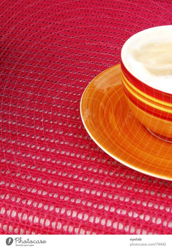 Luigi´s 5min Terrine Tasse rot rosa gelb weiß Sahne Tisch Sommer Italien Ferien & Urlaub & Reisen Pause Suppe geschmacklos cup coffee Kaffee cappucino Holzbrett