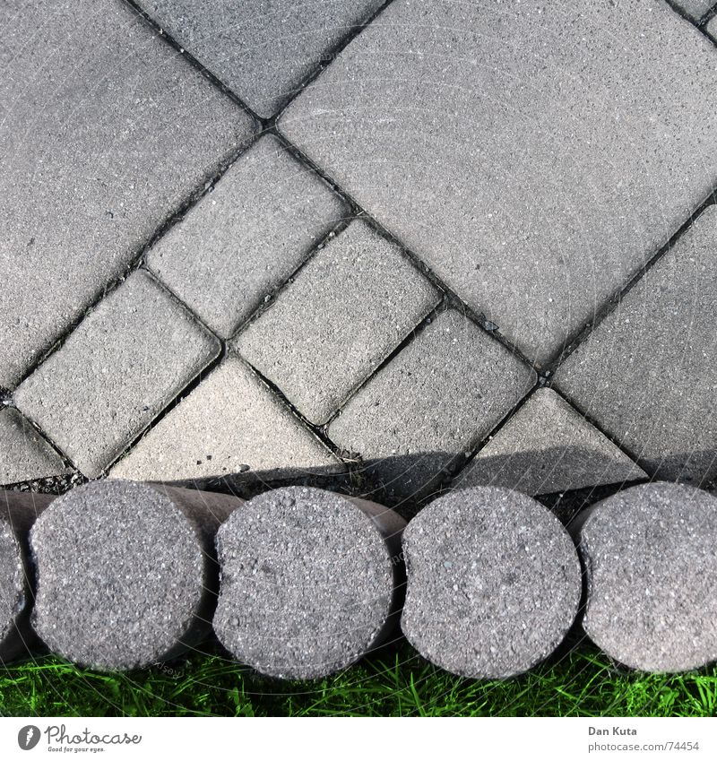 Klasse Terrasse Natur Wiese grau Stein klein Fuß Erde dreckig Beton groß verrückt Bodenbelag Rasen rund Sauberkeit