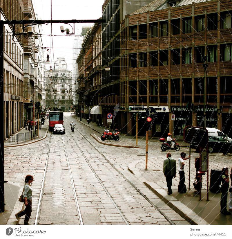 Carlitos' Mailand Mensch Stadt Haus Italien Block Straßenbahn