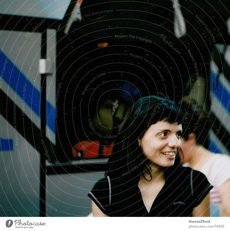 precius moments Momentaufnahme 1 Mensch Nur eine Frau allein Eine junge erwachsene Frau Erwachsene Wegsehen Porträt Frauengesicht Außenaufnahme Lächeln positiv