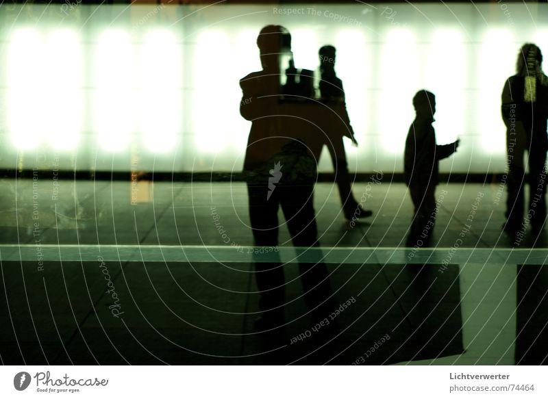 ansichten // einsichten 02 Licht Reflexion & Spiegelung Selbstportrait Silhouette Schatten Beleuchtung Kontrast stehen